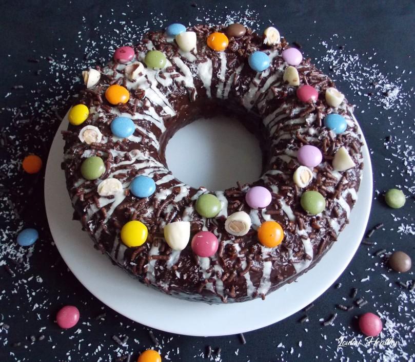 big donut au citron, noix de coco et chocolat