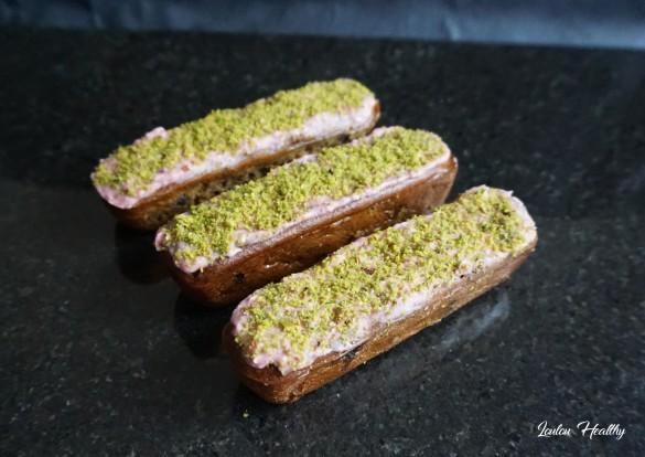 petits cakes à la semoule, pistache et fruits rouges