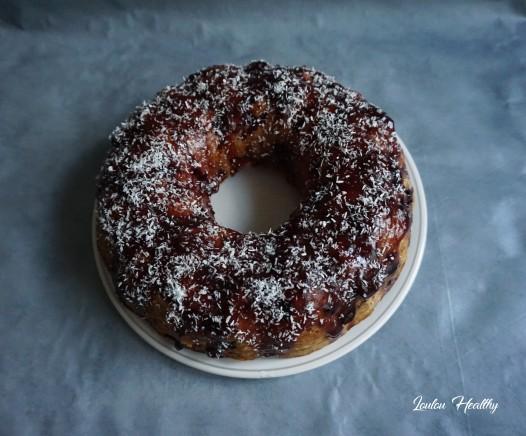 cake à la noix de coco et aux fruits rouges