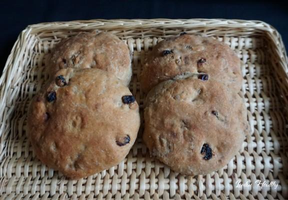 pains à l'orge, aux noix et raisins secs