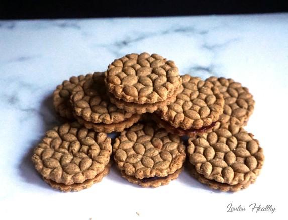 biscuits aux amandes fourrés confiture