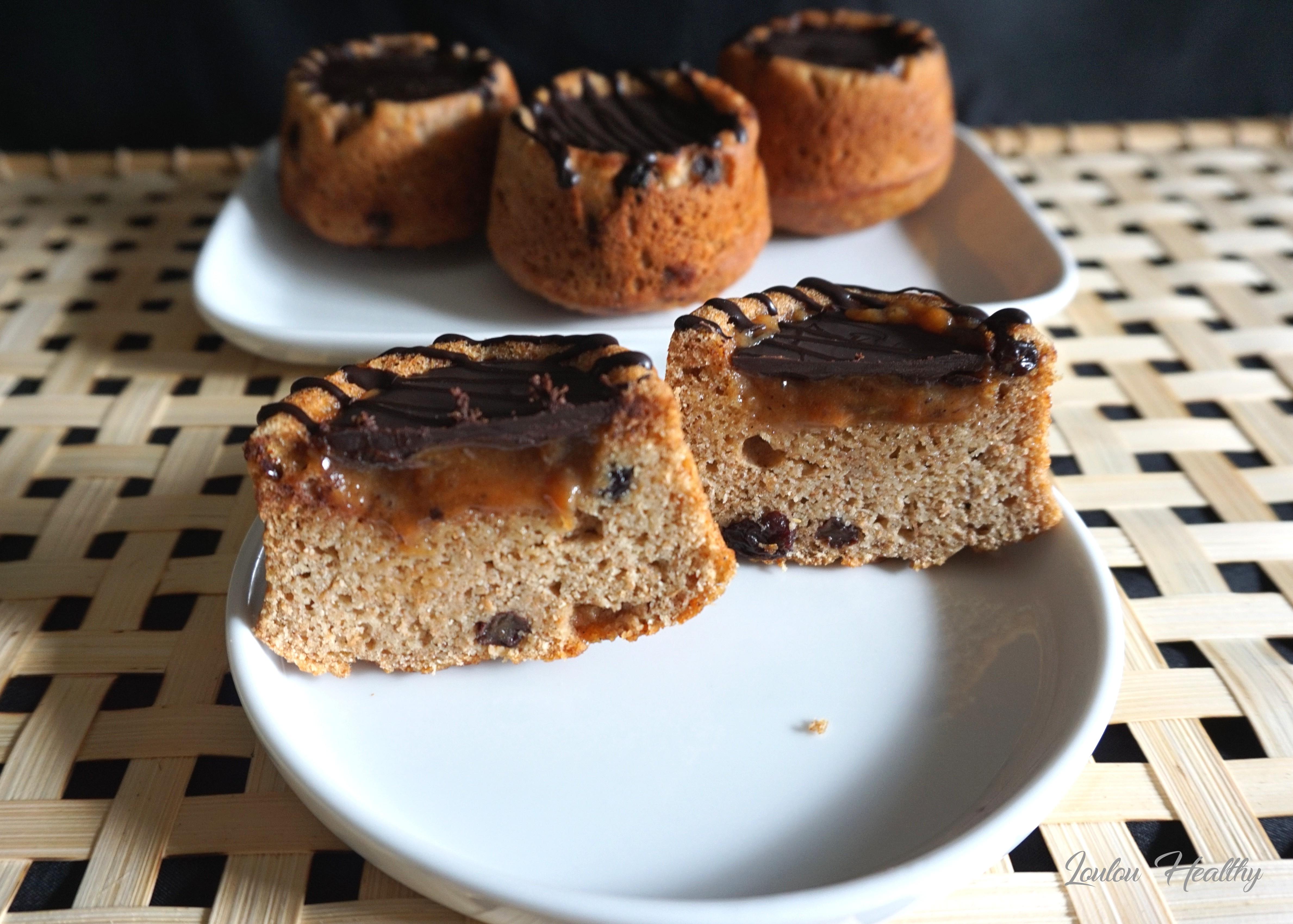 petits cakes aux raisins secs, caramel fleur de sel à la vanille et chocolat