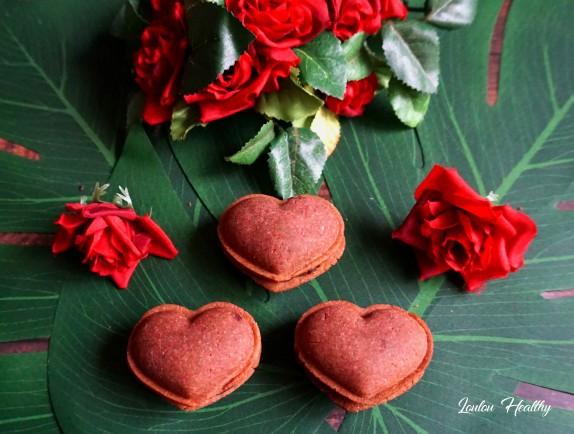 macarons coeurs roses