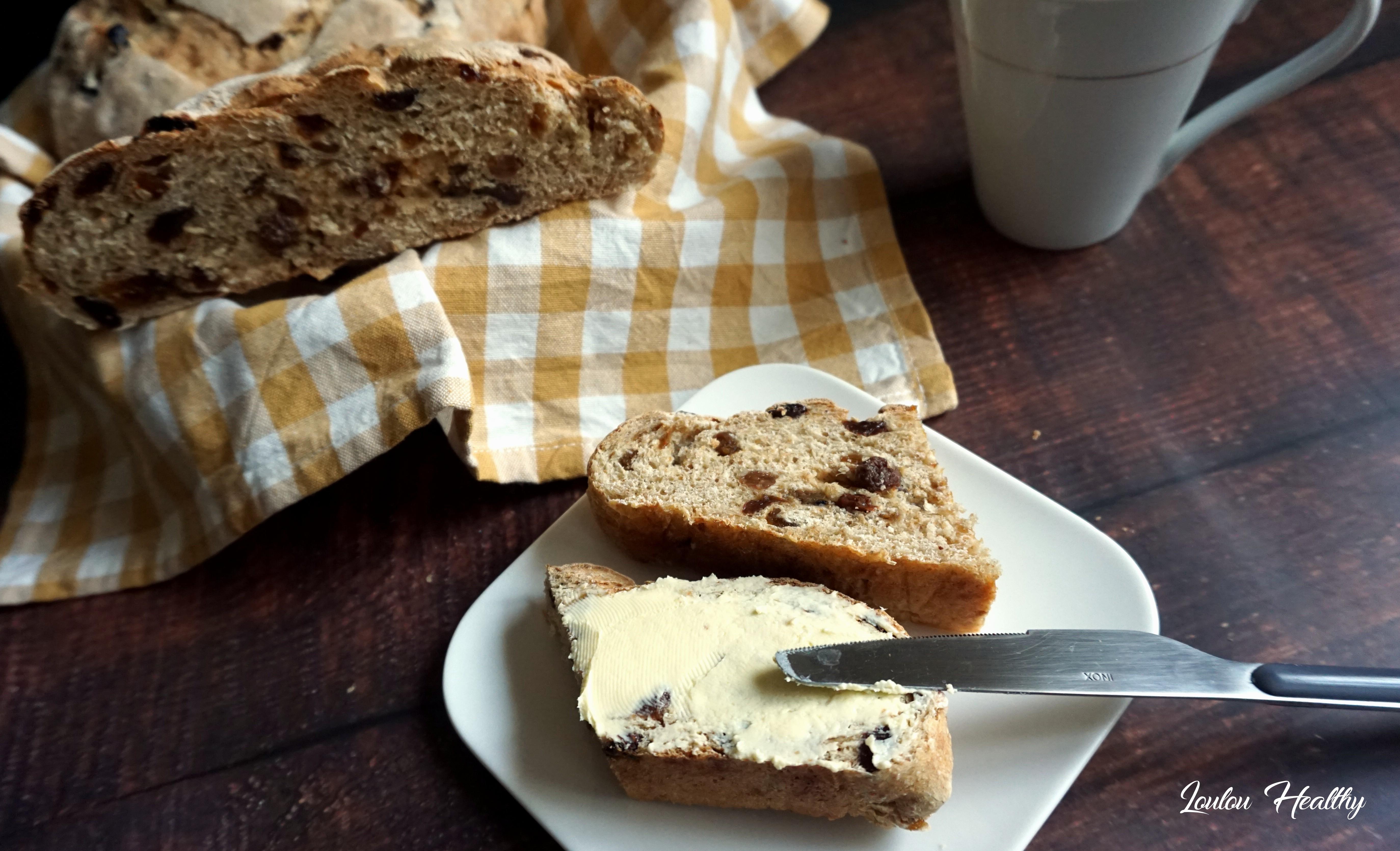 pains à l'epeautre raisins et abricots secs