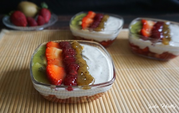 coupes aux fruits rouges, kiwis et crème à l'amande