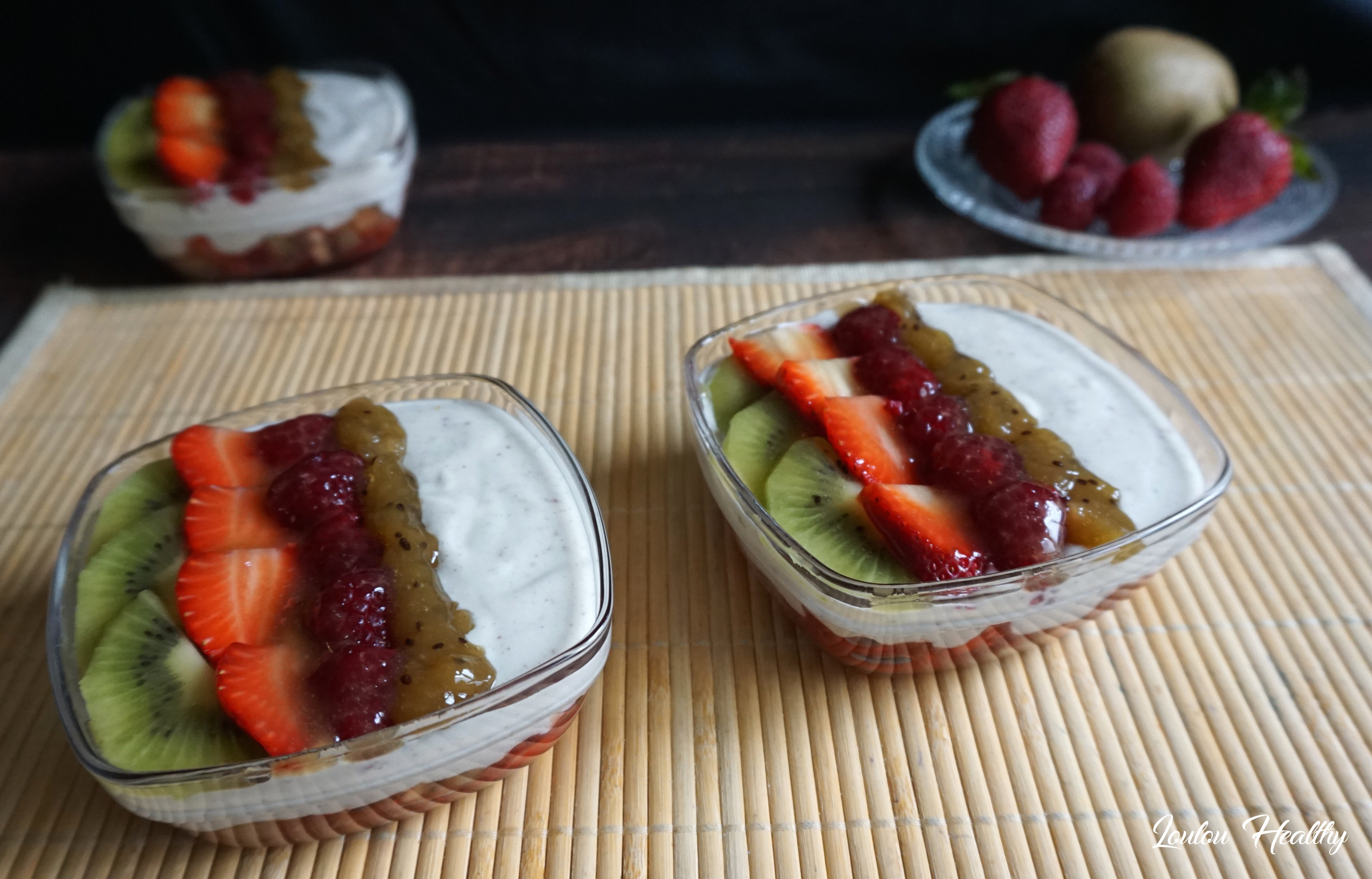 coupes aux fruits rouges, kiwis et crème à l'amande2